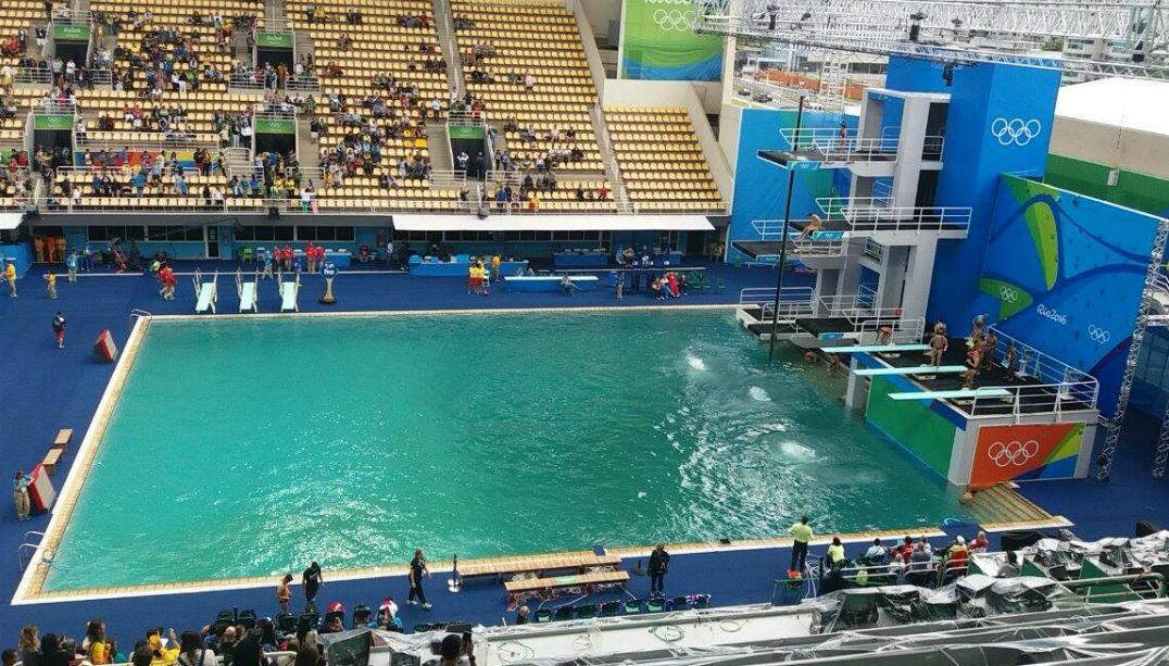 Piscinas do Maria Lenk são liberadas, mas continuam com a água verde