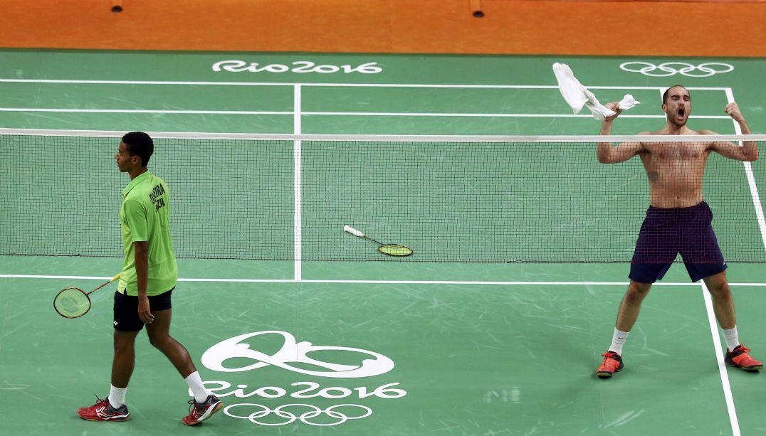 Brasileiro perde no badminton e rival provoca torcida
