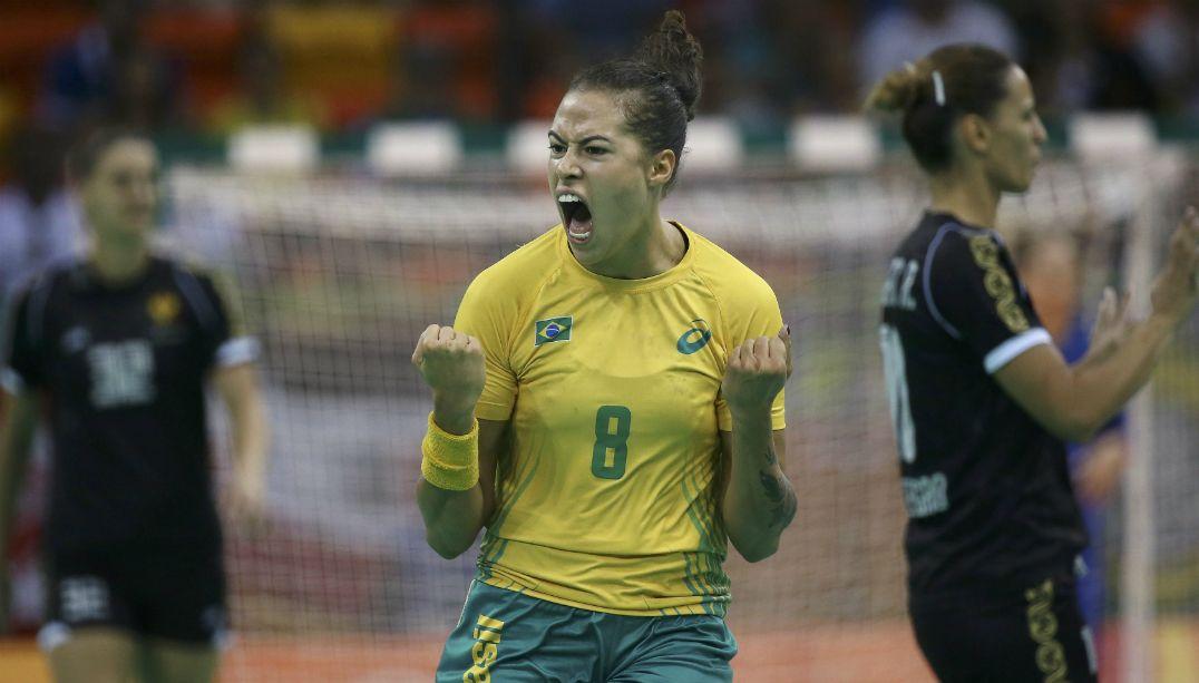 Brasil vence Montenegro e se classifica em primeiro no handebol feminino