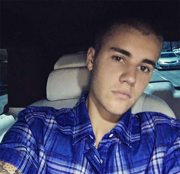Justin Bieber vai a balada e canta música inédita