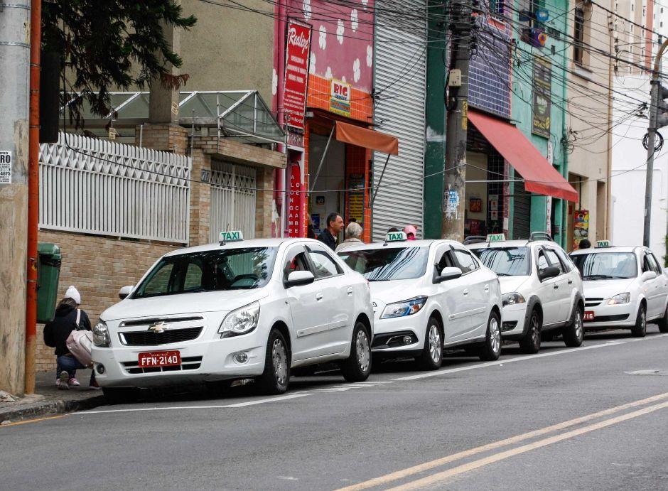 Taxistas que usam aplicativos temem assaltos em SP