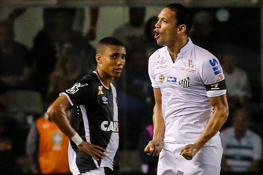 Santos vence Vasco e fica perto da vaga