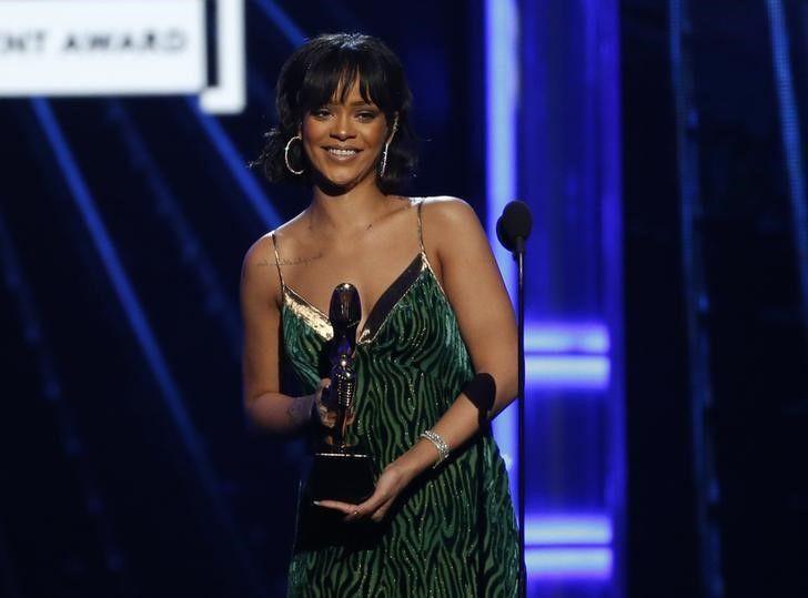 Rihanna, Ariana Grande e Britney Spears se apresentam no VMA