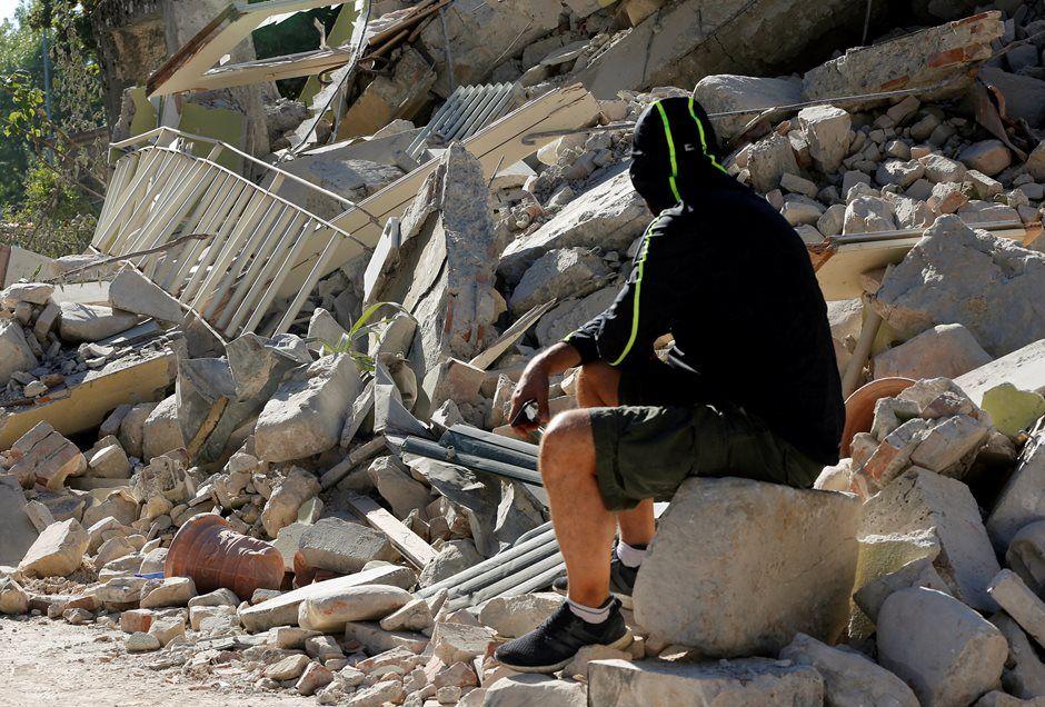Mais de 4 mil pessoas ficaram desabrigadas pelo tremor de magnitude 6,2 que atingiu o centro do país / Ciro De Luca/Reuters