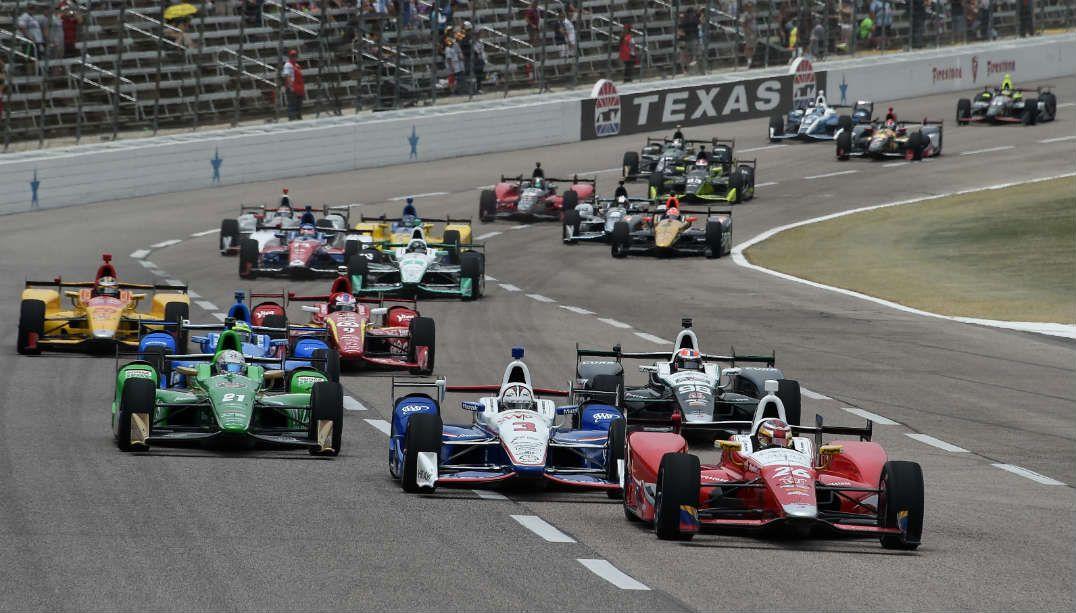 Interrompido por chuva, GP do Texas continua neste sábado