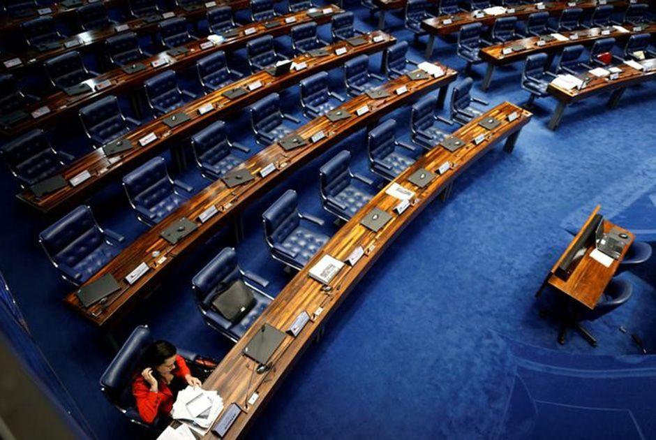 Testemunhas de Dilma depõem a Senado vazio