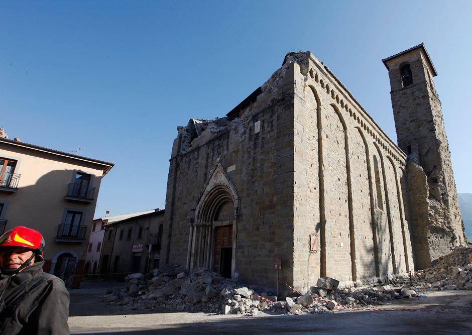 Tremor na Itália danificou quase 300 edifícios históricos
