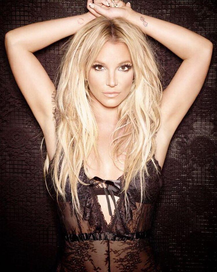 Britney Spears leiloará vestido em prol de vítimas de enchentes