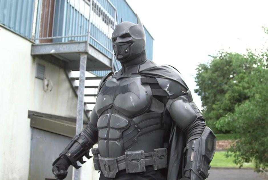 Traje de Batman com 23 dispositivos entra no Livro dos Recordes