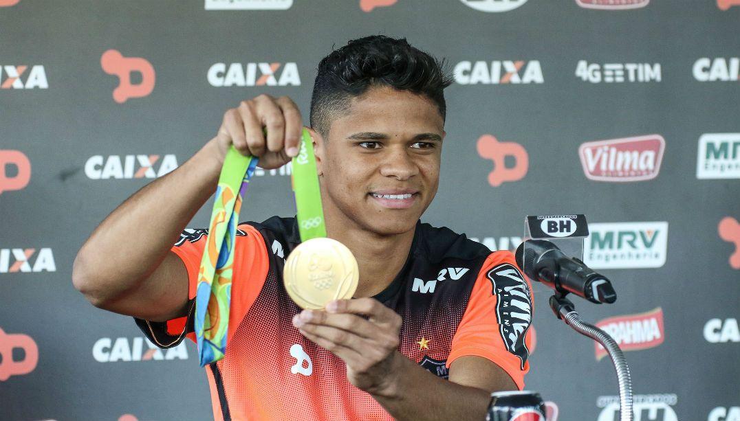 Douglas Santos está perto de trocar o Atlético-MG pelo Hamburgo