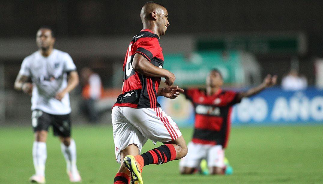 Jorge comemora gol da virada do Fla sobre o Figueirense / Gilvan de Souza/Flamengo