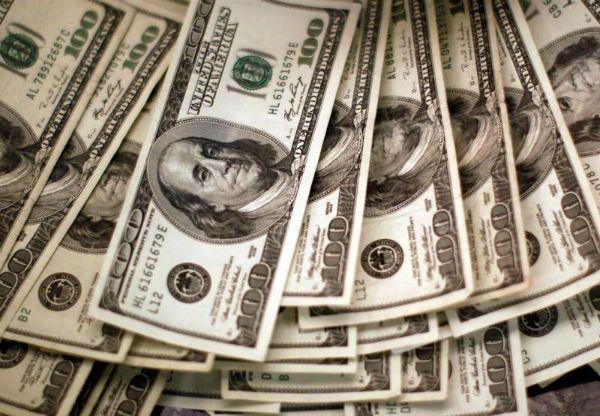 O dólar também caiu depois da decisão do Copom do Banco Central de reduzir a taxa Selic / Rick Wilking/Reuters