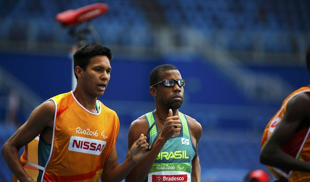 Odair Santos conquista primeira medalha do Brasil na Paraolimpíada