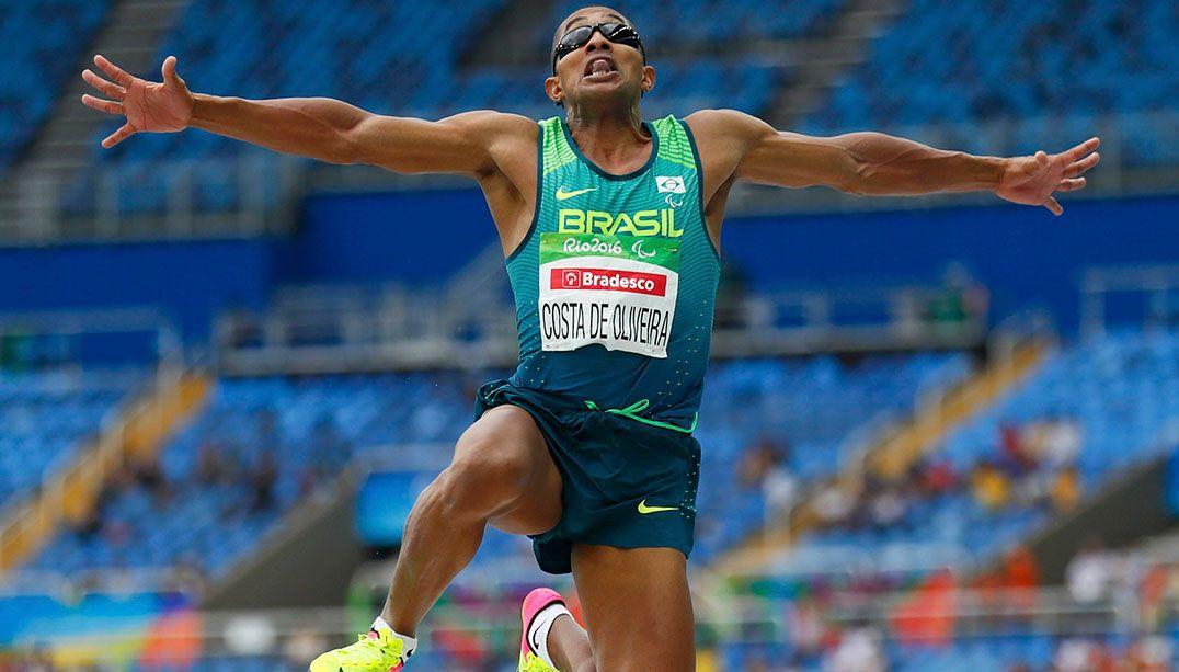 Saltador Ricardo Costa fatura primeiro ouro do Brasil