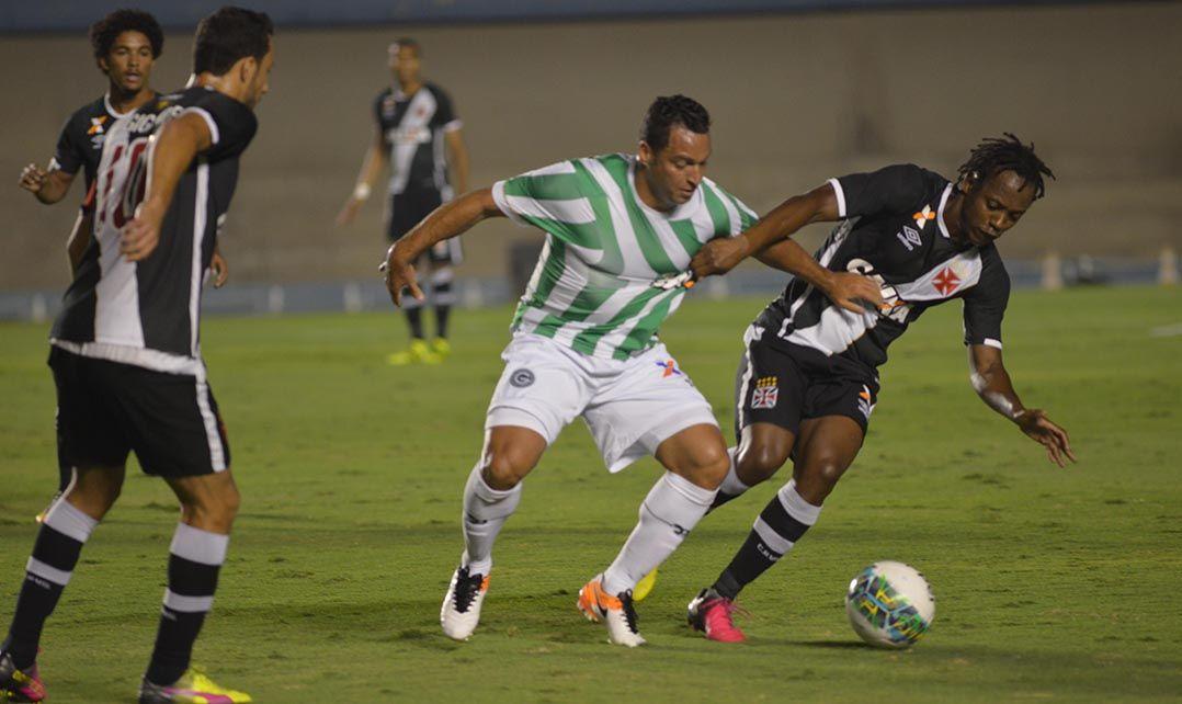 Vasco joga mal, mas empata com o Goiás pela Série B