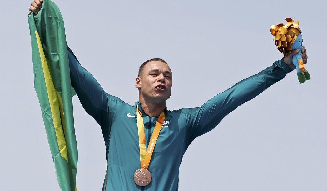 Caio Ribeiro conquista 1ª medalha do Brasil na canoagem paraolímpica