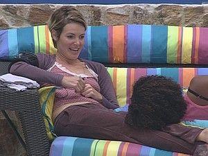 Diana conta para Janaina que gosta de mulheres