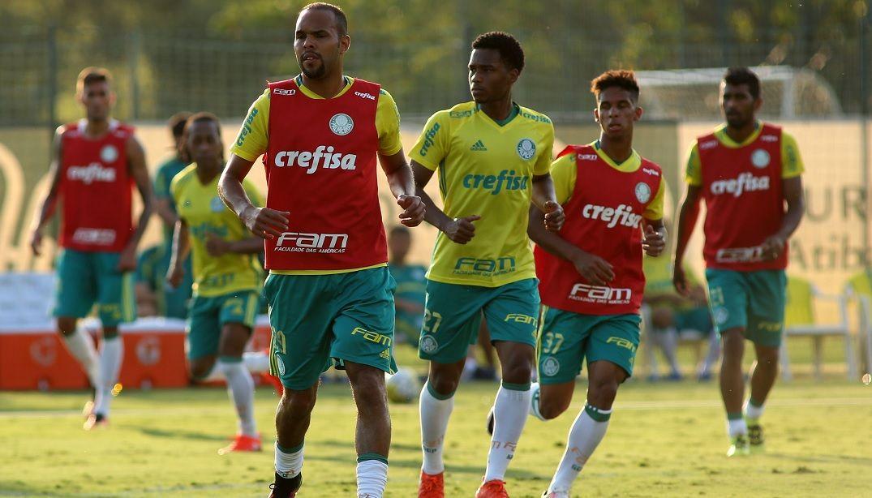 Forte em casa, Palmeiras desafia longa sequência do Corinthians