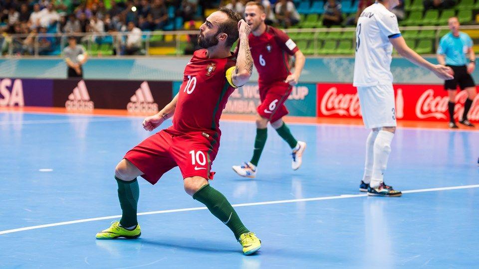 Com 3 de Ricardinho, Portugal goleia e avança como líder no Mundial