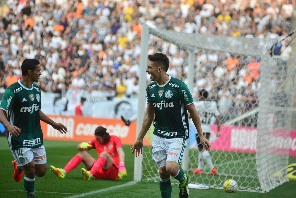 Palmeiras vence e joga o Corinthians na crise