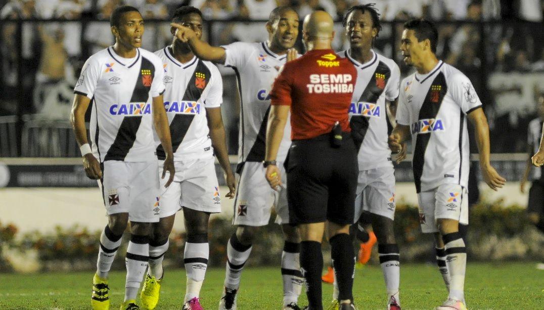 Vasco critica arbitragem e celebra apoio da torcida após eliminação