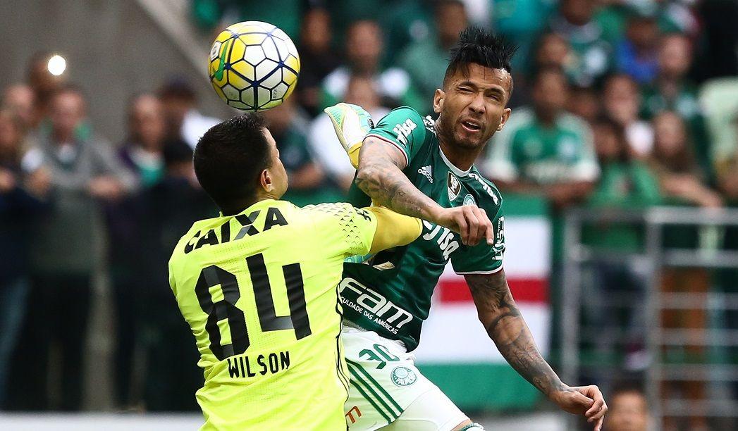 Não toquei no goleiro, diz Leandro Pereira sobre gol