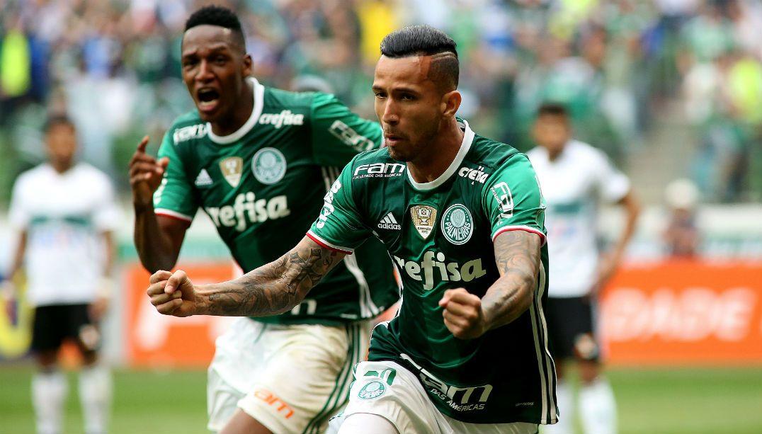 Leandro Pereira celebra fim de jejum de gols