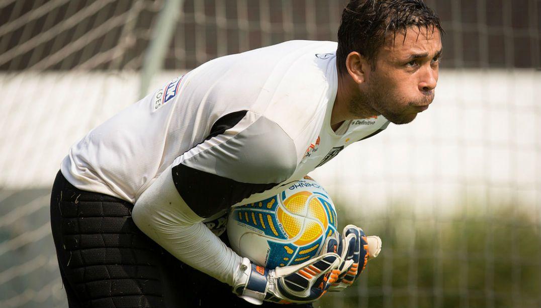 Santos acerta a renovação com o goleiro reserva Vladimir