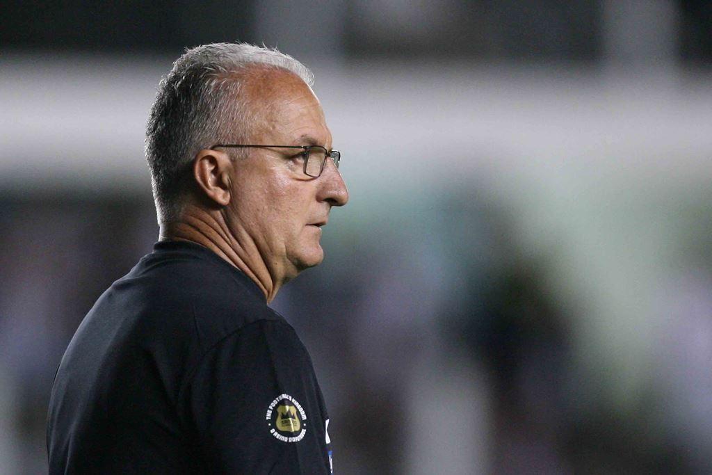 Dorival: arbitragem tirou Santos da briga pelo título