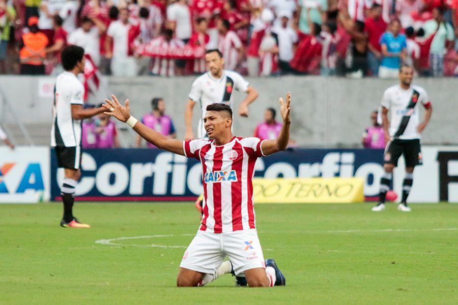 Vasco perde para o Náutico, mas continua na liderança da Série B