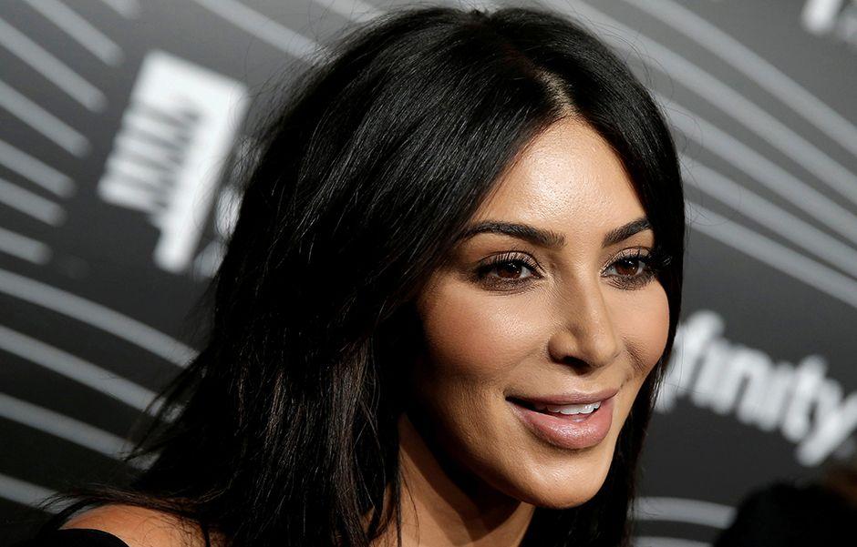 Kim Kardashian chora ao relembrar roubo