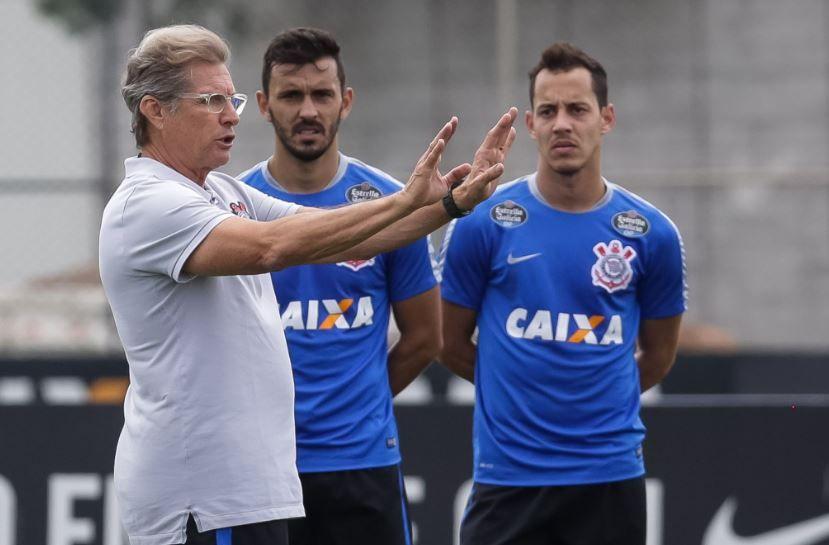 Oswaldo comanda primeiro treino no Corinthians
