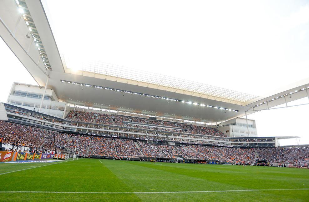 Construtora rebate Corinthians e retoma obras na Arena