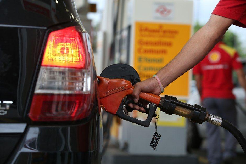 Preço do litro de gasolina deve aumentar neste ano