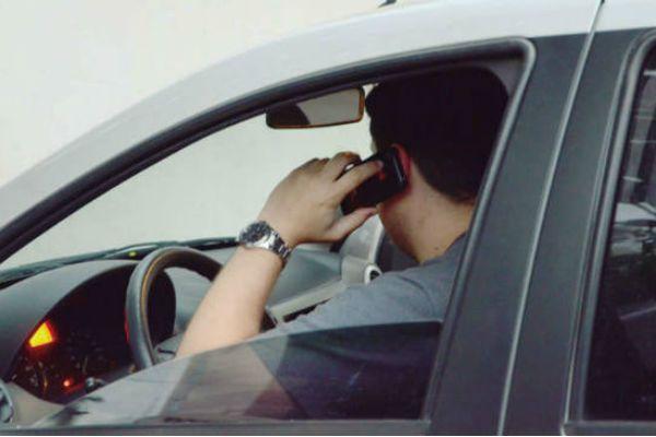 Uso excessivo do celular prejudica trabalho e vida pessoal