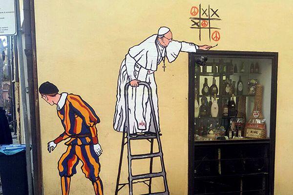 Mural mostrava papa Francisco em escada brincando de jogo da velha / Stringer/Reuters