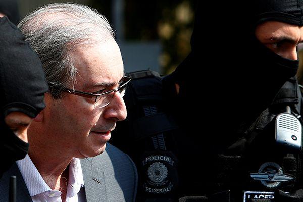Hildo Rocha, administrador do grupo, excluiu Cunha  cerca de meia hora depois da prisão dele / Rodolfo Buhrer/Reuters