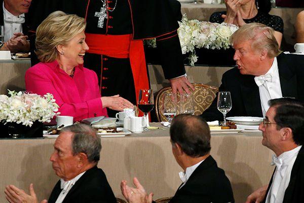 Clinton e Trump trocaram alfinetadas em tom humorado durante jantar de gala  / Jonathan Ernst/Reuters