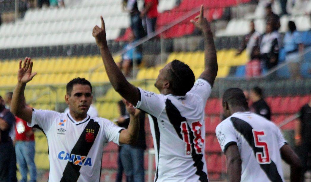 Vasco joga mal, mas vence Paraná e se recupera