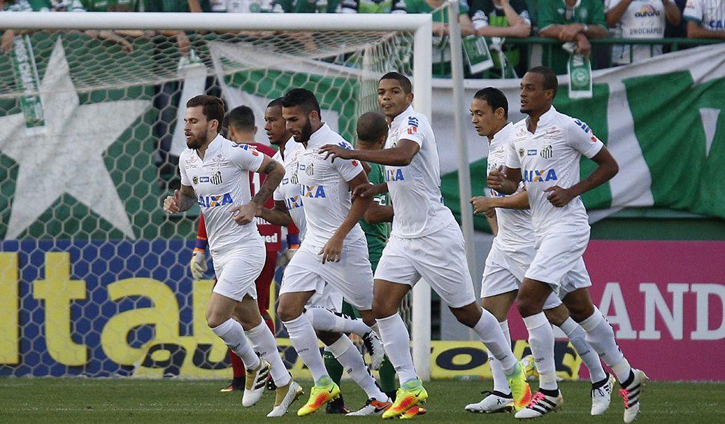 Lucas Lima faz golaço e Santos vence Chapecoense