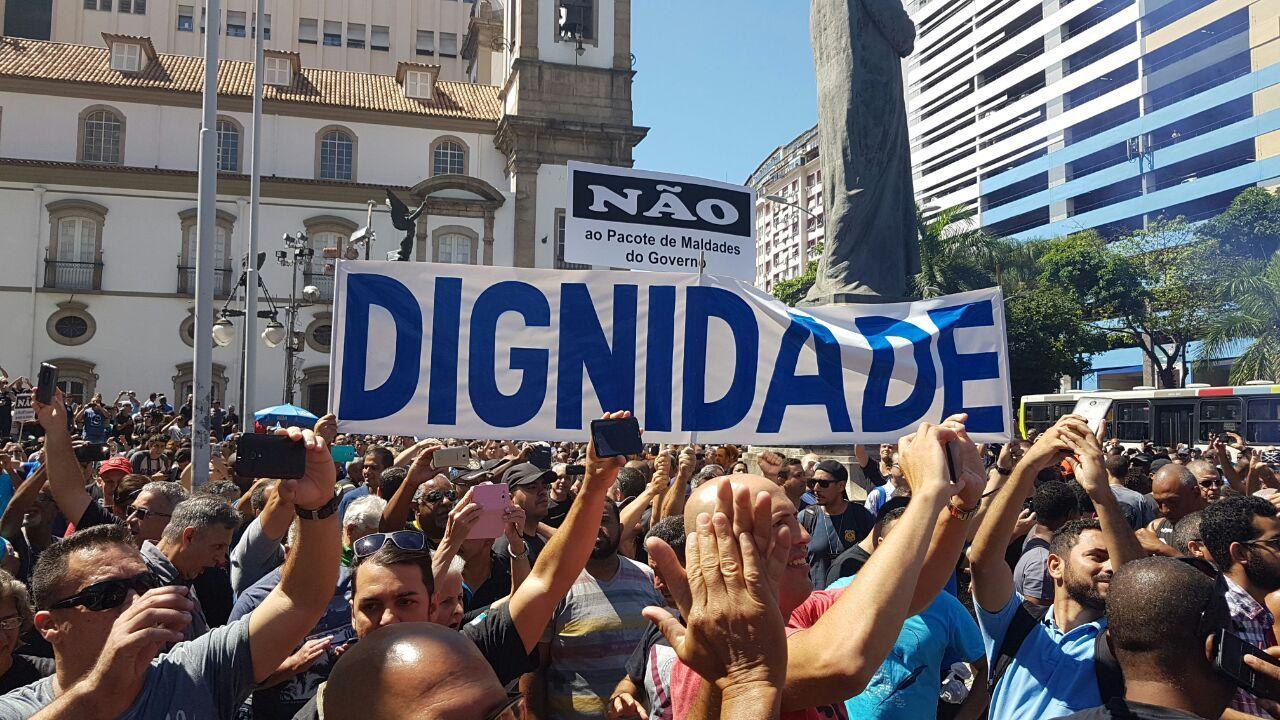 Resultado de imagem para protesto de servidores no rj