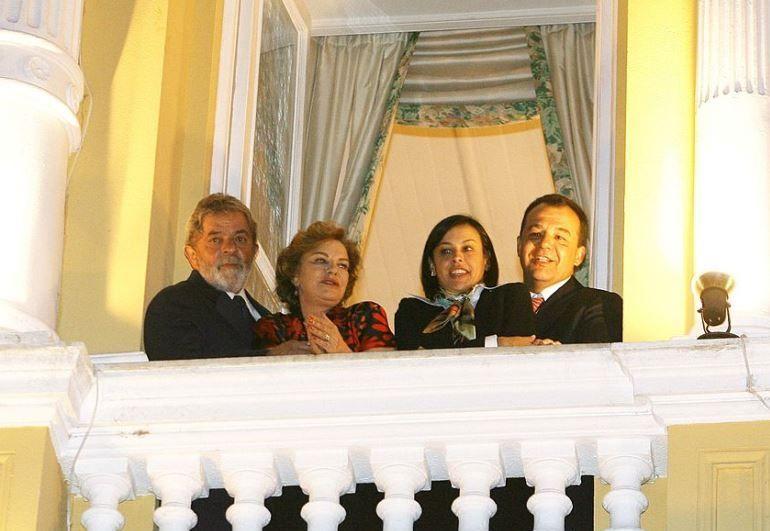 Em foto de 2008, Lula (esquerda), Marisa, Adriana e Sérgio Cabral aparecem juntos em fotos  / Domingos Tadeu/PR/Arquivo