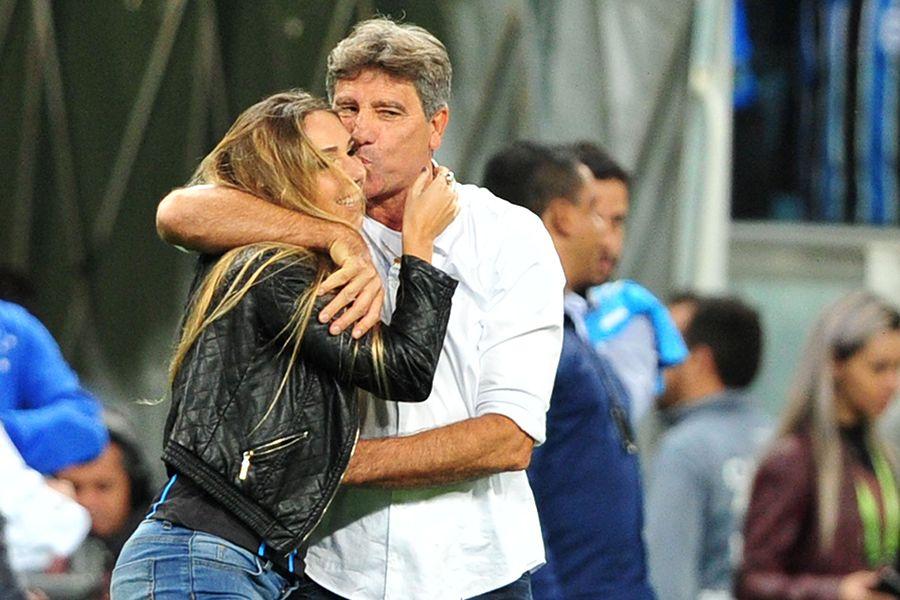 Renato se desculpa por entrada de filha em campo