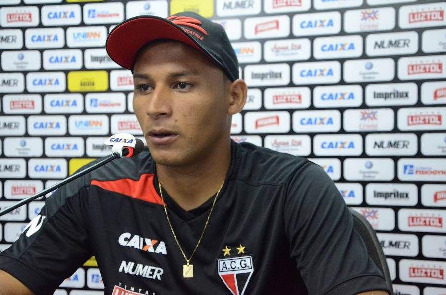 Vasco acerta contratação do volante Pedro Bambu