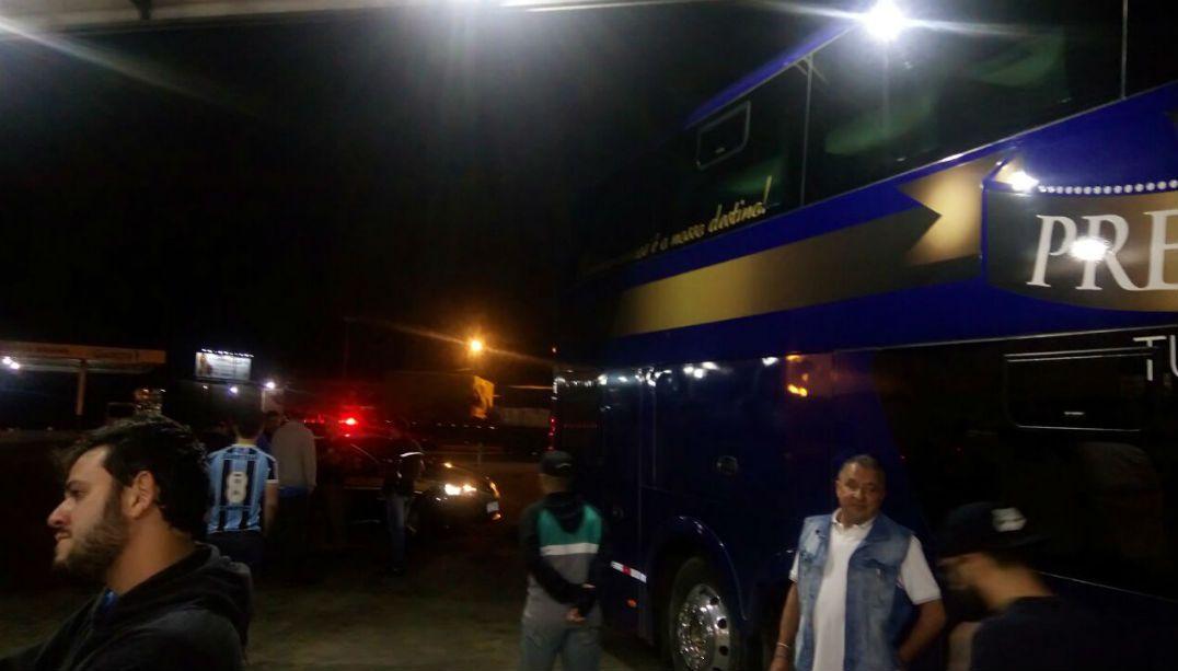 Caravana do Grêmio é assaltada e torcedores ficam de cueca