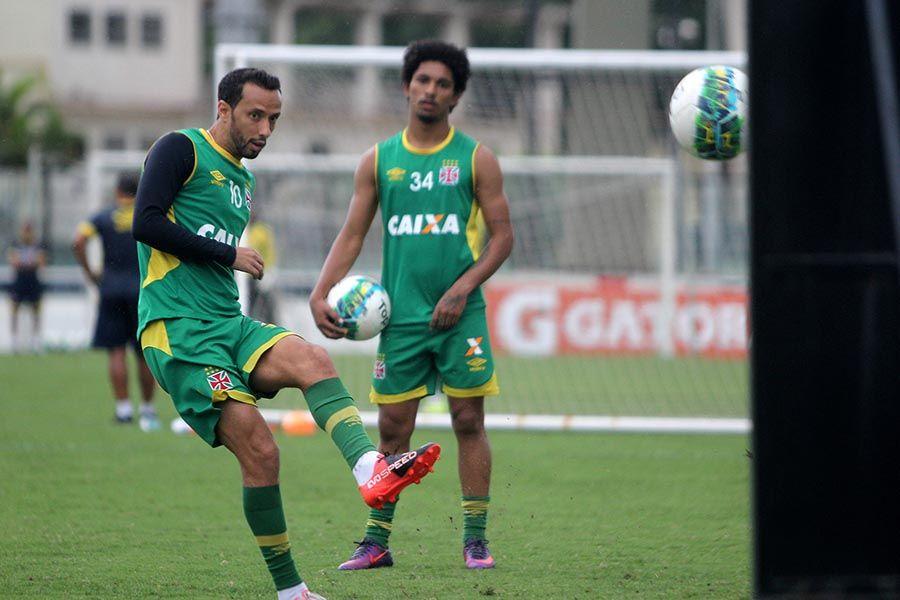 Sob protestos, Vasco tenta evitar vexame histórico na Série B