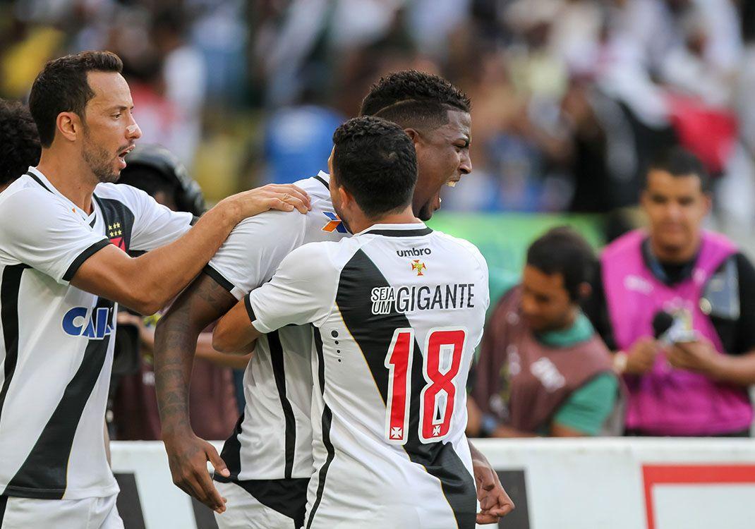Vasco sofre, vira e sobe para Série A