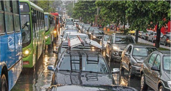 Dia do trabalhador em Belo Horizonte já começa com trânsito  / | LEO FONTES/O TEMPO/FOLHAPRESS