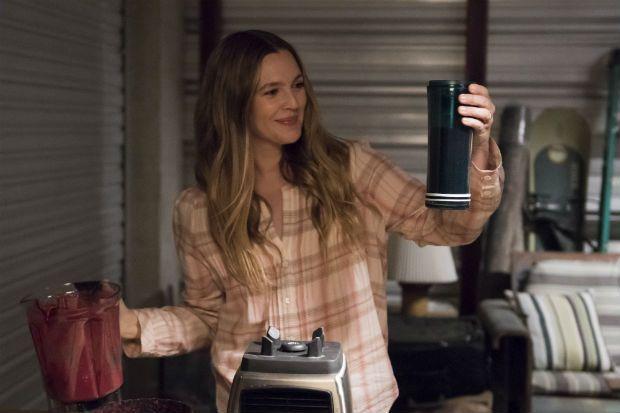 Série de Drew Barrymore na Netflix ganha data de estreia