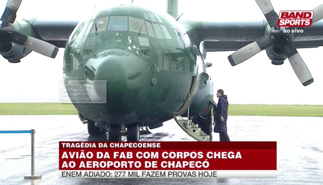 Aviões chegam a Chapecó e emocionam torcida no aeroporto
